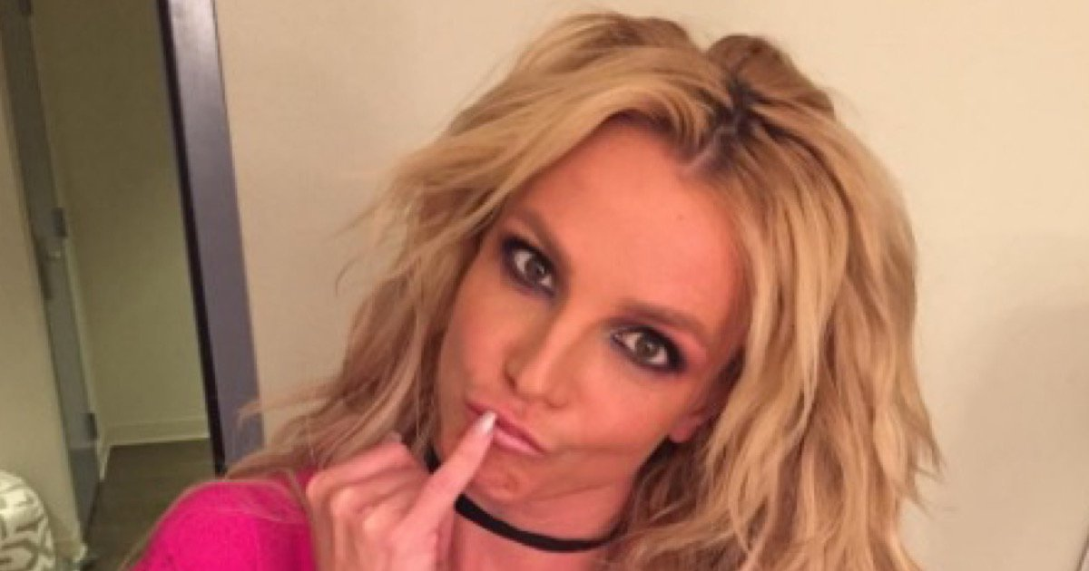britney-spears-new-bathing-suit-l9A