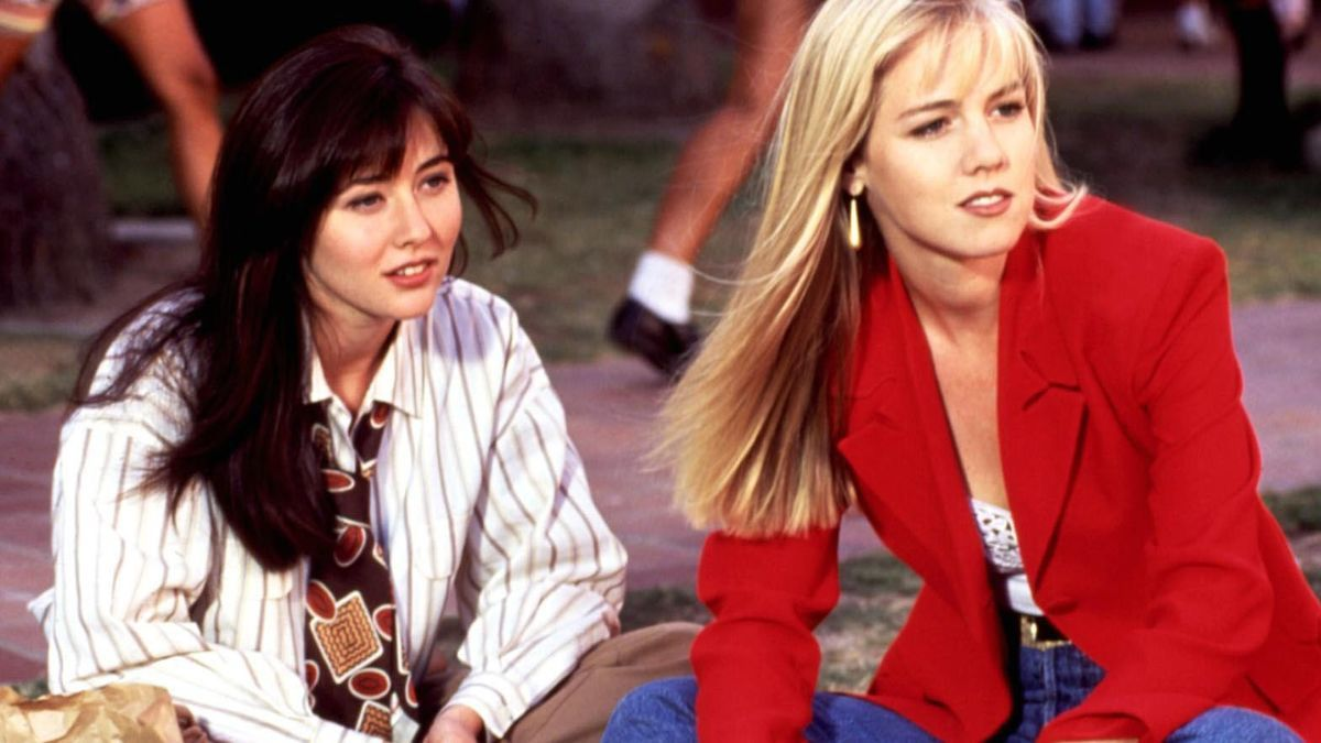 13575c70-a561-11e3-9696-294ad196331b_90210-shannen-doherty-jennie-garth-hero